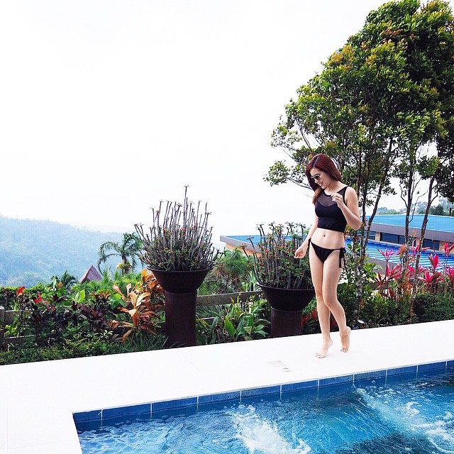 I'm walking on sunshine?? (wearing @cesaph) #DiscoveryCountrySuites #TagaytayStaycation @tdlci #swimwear