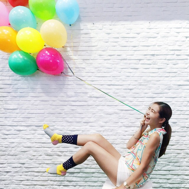 mabigat ang balloon... ? congratulations @happysocksph for the successful launch! #100happyacts #happysocksph @happysocksofficial