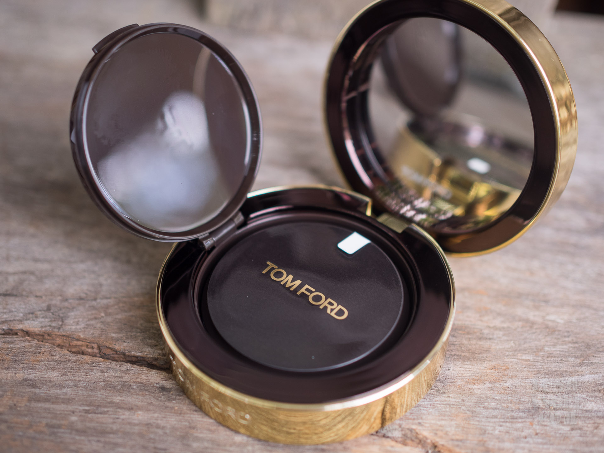 Review Tom Ford Traceless Touch Foundation Cushion Compact Lush Angel